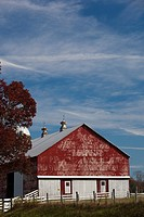 USA, West Virginia, Arbovale, Monongahela National Forest, old barn, autumn