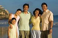 Family with girl 7_9 on beach portrait