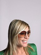 Woman with blonde hair and sunglasses in studio (thumbnail)