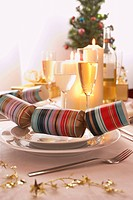 Place setting with Christmas cracker