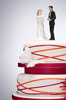 Wedding Cake with Bride and Groom Figurines (thumbnail)