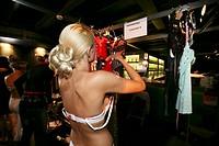 modeshow van bekende nederlandse lingerie ontwerpers, georganiseerd voor inkopers van klerenwinkels  De show vindt plaats op een boot genaamd ´Ocean D...