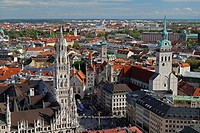 View to Marienplatz with New Town Hall left, church St  Peter and Old Town Hall back, Munich, Upper Bavaria, Bavaria, Germany