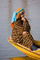 Traditional Kashmiri women in the floating market of Srinagar, capital of Kashmir, India. This is a ´village´ of so_called house boats for foreigners ...