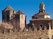 Torres y muralla en el Monasterio cisterciense de Santa María de Poblet - Vimbodí - Comarca de la Conca de Barberà - Tarragona - Cataluña - España
