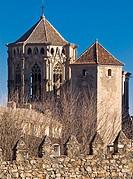 Torre del cimborrio y murallas del Monasterio cisterciense de Santa María de Poblet - Vimbodí - Comarca de la Conca de Barberà - Tarragona - Cataluña ...