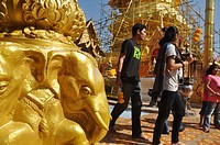 Chiang Mai (Thailand): people praying at the Doi Suthep temple