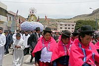 Carrying statue of Virgin, Festival of the Immaculate Conception (December 8th, 2009) at Juli, Peru