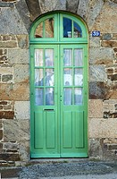 Green door at Dinan