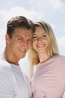 Germany, Bavaria, Munich, Young couple head to head, smiling, portrait, close_up