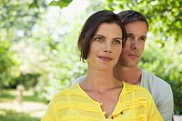 Germany, Hamburg, Couple in garden, portrait, close_up