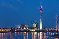 Germany, North_Rhine_Westphalia, Dusseldorf, city skyline, view across Rhine
