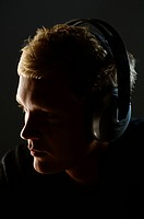 Man listening to headphones, close_up