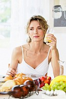 woman having healthy breakfast
