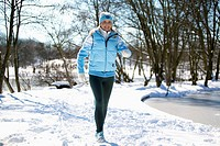 woman jogging in the winter