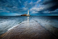 England, Tyne and Wear, Whitley Bay  Incoming tide engulfs the causeway linking St Mary´s Island & lifehouse to the mainland