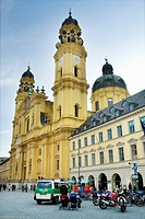 Munich, baroque Theatiner Church and Feldherrnhalle, Odeonsplatz, Munich at night, Bavaria, Germany