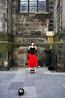 Scotland, Midlothian, Edinburgh, Opera singer performing in The Royal Mile in the Old Town of Edinburgh during the Fringe Festival