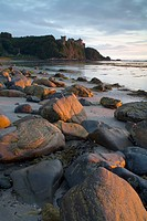 A view over the beach toward Culzean Castle. Robert Adam´s castle, built 1772_1790 for David, 10th Earl of Cassillis on a clifftop site associated wit...