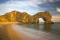 England, Dorset, Durdle Door, Durdle Door, a natural limestone arch on the Jurassic Coast in Dorset