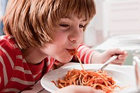 Germany, Cologne, Boy 6_7 eating spaghetti, portrait, close_up