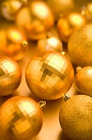 Golden Christmas baubles (thumbnail)