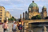 BANKS OF THE SPREE AND THE BERLINER DOM, THE BERLIN CATHEDRAL, MUSEUM ISLAND, BERLIN, GERMANY