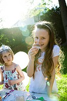 Girls eating sweets at birthday party (thumbnail)