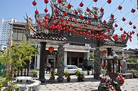 George Town, Penang (Malaysia): the entrance´s arcade of the Hainan Chinese Temple