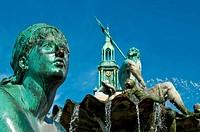 Neptunbrunnen mit Marienkirche am Alex