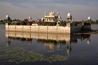 Temple in Lake Gaibsagar, Dungarpur, Rajasthan, India, Asia
