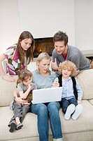 Family using a laptop (thumbnail)