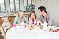 Family at a breakfast table (thumbnail)
