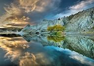 Blue Lake reflection, autumn dawn, St Bathan´s, Central Otago