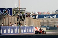 Arrival Flag, Fernando Alonso, Scuderia Ferrari F10, 14/03/10, Grand Prix, Bahren, Persian Gulf