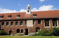 Sundial and Old Court, Queens College, Cambridge, England, UK
