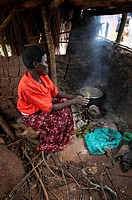 woman food fire women uganda method cooking open