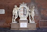 cippo commemorativo dedicato ad ercole, palazzo comunale di cremona, lombardia, italia