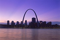 St. Louis Gateway Arch and skyline