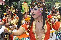 Denpasar (Bali, Indonesia): Balinese men on parade at the Bali Arts Festival's opening
