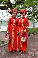 women dressed with traditional costume, Hoen Kiem lake, Hanoi, Northern Vietnam, southeast asia