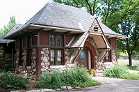 The Carlson cottage was built in 1888 by architect Joseph Lyman SIlsbee, as a Men's and Ladies' comfort station in the Lincoln Park Zoo and functioned...