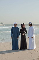 Middle Eastern people on the beach (thumbnail)