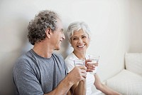 Couple drinking water (thumbnail)