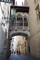 Narrow street in Barri Gòtic, Barcelona, Catalonia, Spain