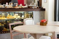 Table in cafe (thumbnail)