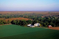 USA, KANSAS, FLINT HILLS, NEAR COTTONWOOD FALLS, AERIAL VIEW OF FARM
