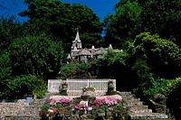 UK, CHANNEL ISLANDS, GUERNSEY, LITTLE CHAPEL BUILT OUT OF PIECES OF CHINA