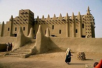 MALI, DJENNE, MOSQUE BUILT OUT OF MUD BRICK CONSTRUCTION, TRADITIONAL ARCHITECTURAL STYLE
