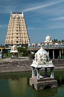 The Sri Ekambaranathar Temple with tank ,represents the Prithvi Earth Linga,Shiva,Saivite, kanchipuram, kancheepuram, Tamil Nadu,India  morning